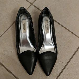 Vera Wang black pumps